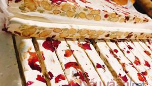 Cách làm Kẹo Nougat dây tây, hạnh nhân cực hot hit trên Tiktok