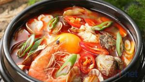 Canh đậu phụ hầm hải sản vừa hấp dẫn vừa dễ làm cho ngày bận rộn.