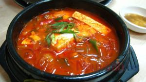 Hướng dẫn nấu món canh kim chi Hàn Quốc chuẩn vị đơn giản tại nhà.