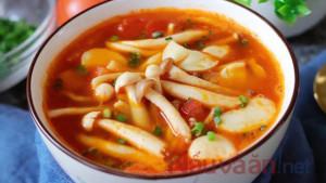 Hướng dẫn nấu súp nấm cà chua với đậu hũ siêu đơn giản mà bổ dưỡng.