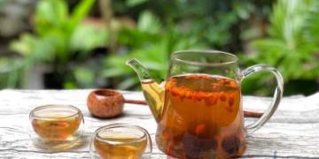 Cách pha trà kỷ tử táo đỏ hoa cúc khiến mắt sáng da mịn không tốn kém
